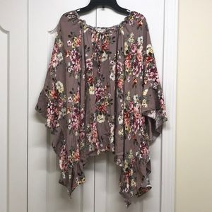 Easel flowy floral tunic top